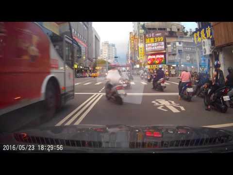 台中市三民路、太平路自殺式衝向公車