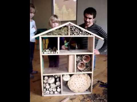 l 39 hotel a insectes youtube. Black Bedroom Furniture Sets. Home Design Ideas