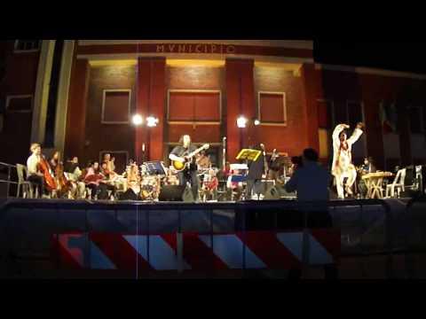 Cisco e l'orchestra multietnica di Arezzo (Onda granda)