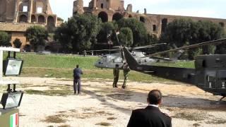 L'atterraggio dell'EH-101 della Marina Militare