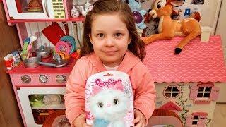 Pomsies Snowball Распаковка Обзор кот Пушок интерактивная мягкая игрушка питомец Милана в восторге