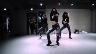 1 million dance studio lia kim alessia cara here
