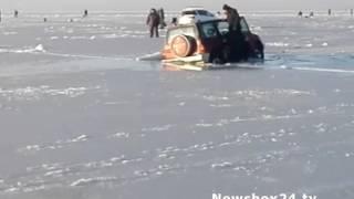 В районе острова Коврижка машина ушла под лед: есть погибшие