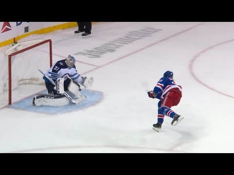 Jets and Rangers battle for the victory in a shootout