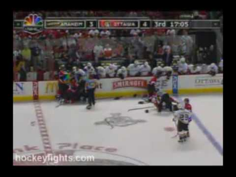 Mike Fisher(ottawa Senators) FIGHT COMPLICATION!