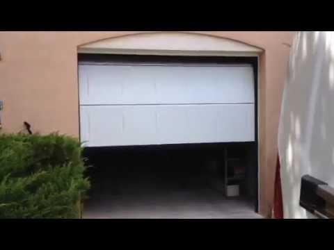 porte de garage automatique pos e par apg acc s portes de garage youtube. Black Bedroom Furniture Sets. Home Design Ideas