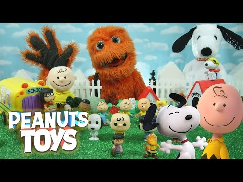 NEW GIANT Surprise Toys THE PEANUTS MOVIE Happy Dance Snoopy & Charlie Brown Collectors Set