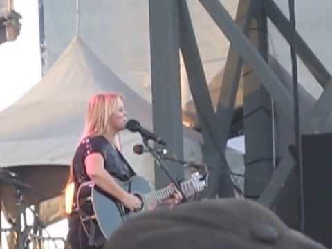 Carolyn Dawn Johnson - Die Of A Broken Heart (Live)