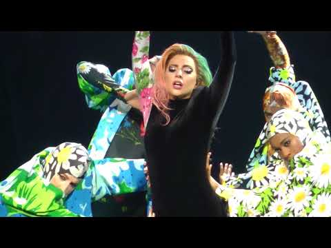 Lady Gaga - Applause (Wells Fargo Center) Philadelphia,Pa 9.10.17