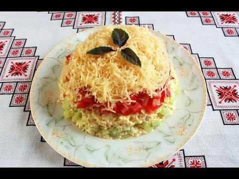Салат помидоры с крабовыми палочками и сыром