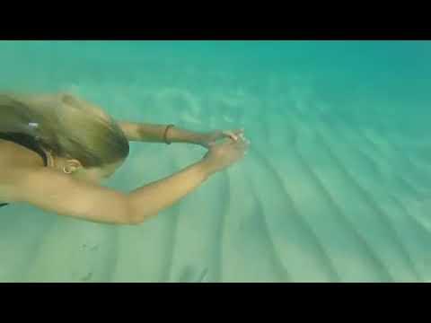 Η Τζένη Μελιτά απολαμβάνει τον ήλιο και τη θάλασσα