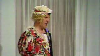 Tommy Cooper - Sally and the sailor
