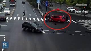 Девочка угодила под колеса машины. Вот что случилось дальше
