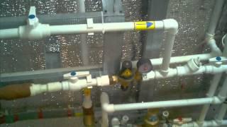 Отопление своими руками в своем доме(В данном видео кратко рассказывается о том как можно смонтировать парралельно два котла, электро и газовый..., 2012-09-12T20:50:58.000Z)