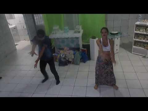 Grávidos dançam o hit Despacito em chá de bebê