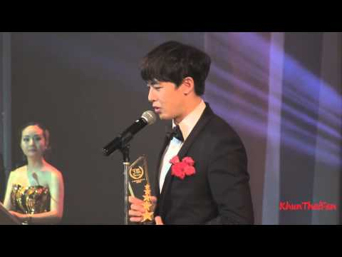 [Fancam] 20151126 Nichkhun รับรางวัล @Thailand Headlines Person of the Year Awards 2015