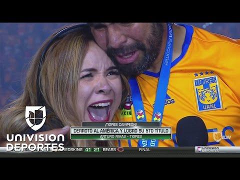 Esposa de José Rivas interrumpió la entrevista y celebró como un hincha