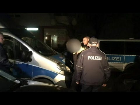 "Police swoop on ""criminal families"" in Berlin"