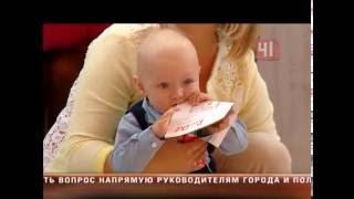 Соревнования годовалых детей(Ходунки наперегонки: в Екатеринбурге прошел забег малышей Младенцам до полутора лет самостоятельно нужно..., 2016-09-09T15:35:36.000Z)