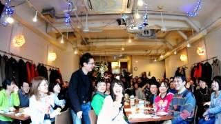中目黒「楽屋」で行われたカズン @Home in 楽屋 part 3 での記念撮影。 ...