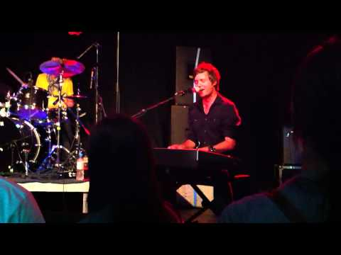 Nick Howard -Give It A Try - live