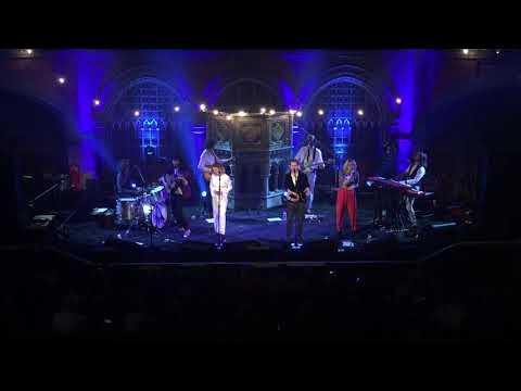 Gabrielle Aplin, Hudson Taylor & Hannah Grace - Merry Christmas (War is over) (Live)