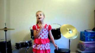 Summer Cox sings Akuru Meki Ne