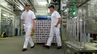 Emmi - Nils Mani und Reto Schmidiger als Fabrikarbeiter