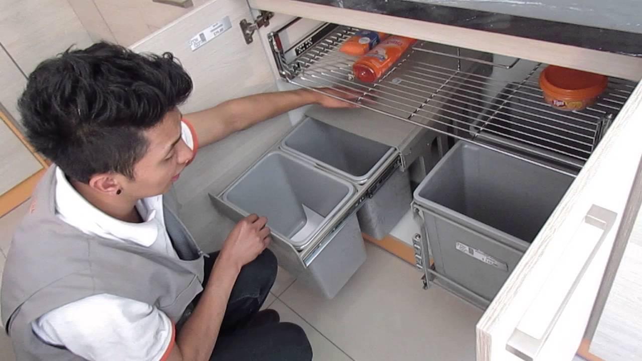 Basureros extraibles accesorios para cocina quito youtube for Accesorios para interiores de armarios de cocina