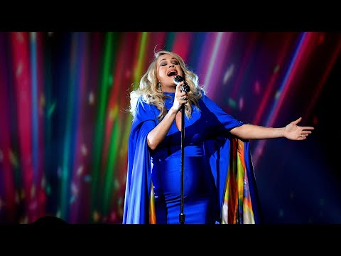 Carrie Underwood Delivers Powerhouse Performance Of 'Love Wins' At The 2018 CMAs | Access
