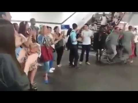 Interaction passengers with Egyptian Music in the Paris metro