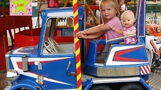 Беби Бон на Пожарной машине Игры с Куклой Видео для детей