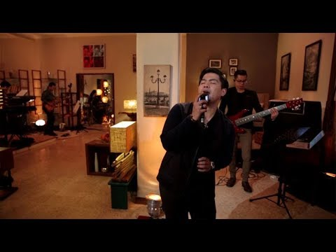 Bams - Aku Jatuh Cinta (Live At Music Everywhere) **