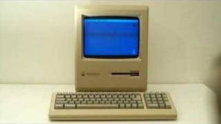 1986 Apple Macintosh BOOTING