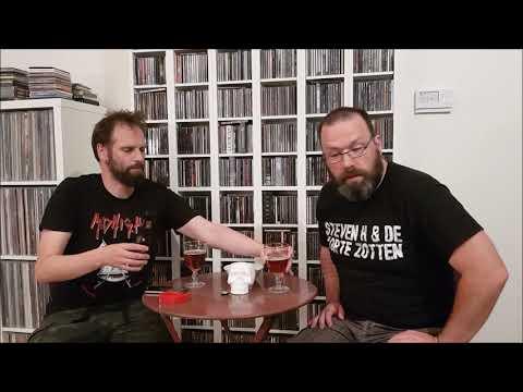 Mattias en Kevin proeven het Trooper bier van Iron Maiden.
