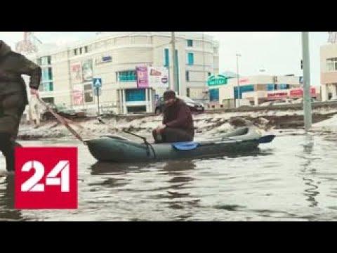 По улице на лодке: лужу в Коломне можно одолеть только вплавь - Россия 24
