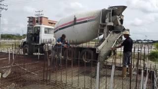 Mientras la derecha juega a destruir nuestra patria el pueblo bolivariano construyendo sueños