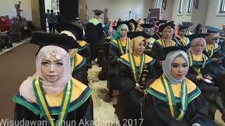 Wisuda Dharma Nusa Group Kediri
