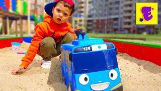 Егорка и Песенка для детей про микроавтобус