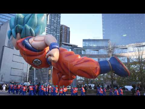 ⁴ᴷ Super Saiyan Blue Goku Balloon at Macy's Thanksgiving Day Parade 2018 at Columbus Circle