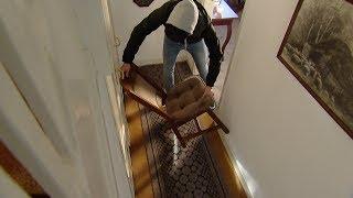 Enschede: Bewoner (78) mishandeld door overvaller