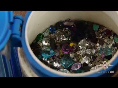 У красноярца в квартире нашли 13 тыс. драгоценных камней