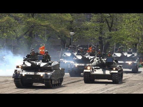 今年もゴジラマーチに合わせ戦車行進!! 第1師団創立56周年・練馬駐屯地創設67周年記念行事 観閲行進