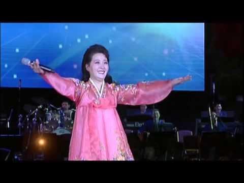 North Korean Oldies: Ri Kyong Suk + Pochonbo Electronic Ensemble in 2015 李京淑 + 普天堡電子楽団