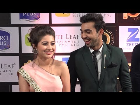 Abhishek Verma Can't Take Eyes Off Aditi Bhatia @ Zee Gold Awards 2017