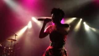 MORCHEEBA - Beat of the drum (directo sala Apolo Barcelona 2010)