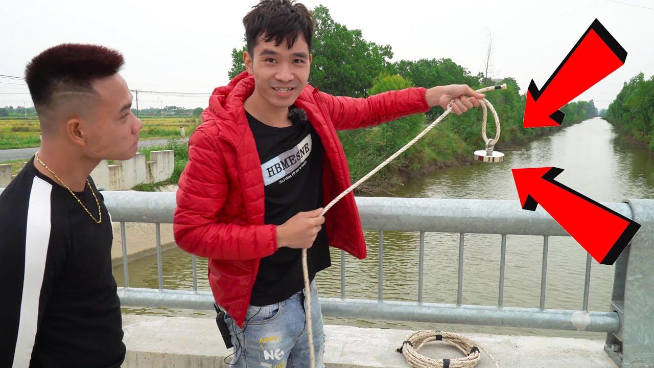 Câu Đồ Vật Dưới Sông Bằng Nam Châm   Pick Up Objects In The River With Magnets   PHD Troll