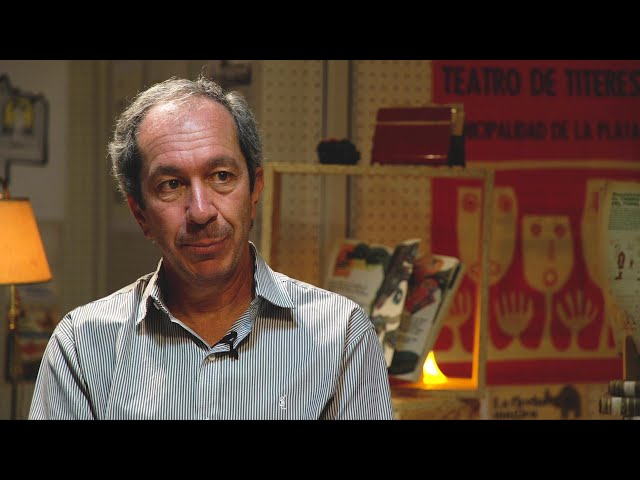 UN LIBRO OCUPA MUCHO ESPACIO - Javier Villafañe. El titiritero molesto