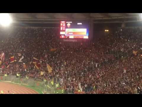 Roma - Juventus 3-1: l'ingresso in campo di Francesco Totti