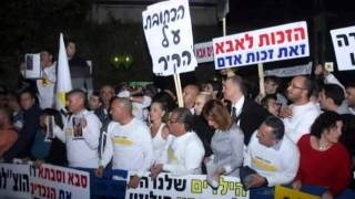 Israeli Fathers Rights, largest demo 22 Feb 2014   Protest signs, Lyrics   subtitles alef zeh aba